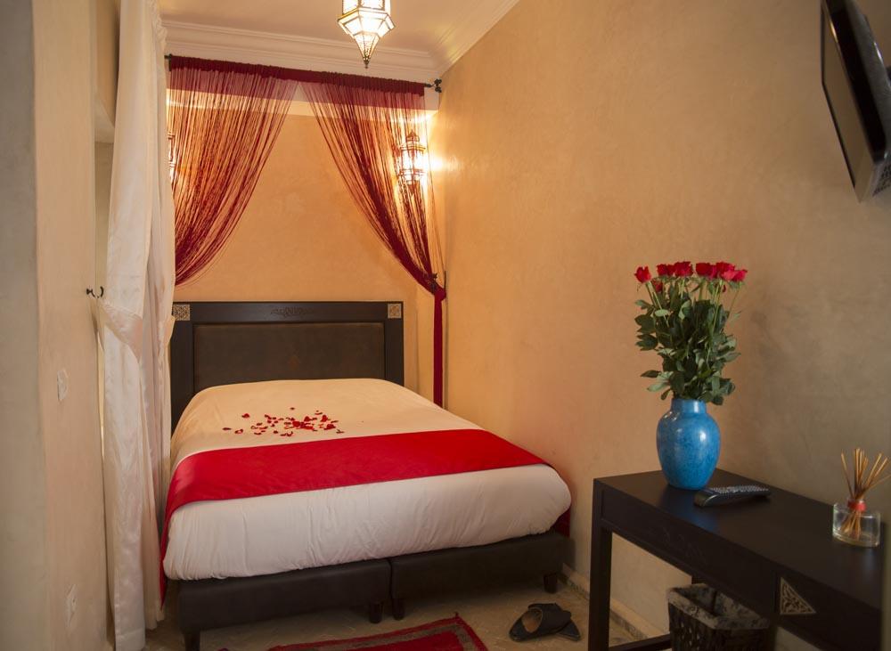 double standard room. Black Bedroom Furniture Sets. Home Design Ideas